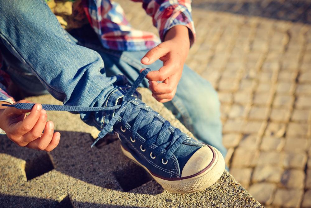 Selvstendighet - lære å knytte skoene