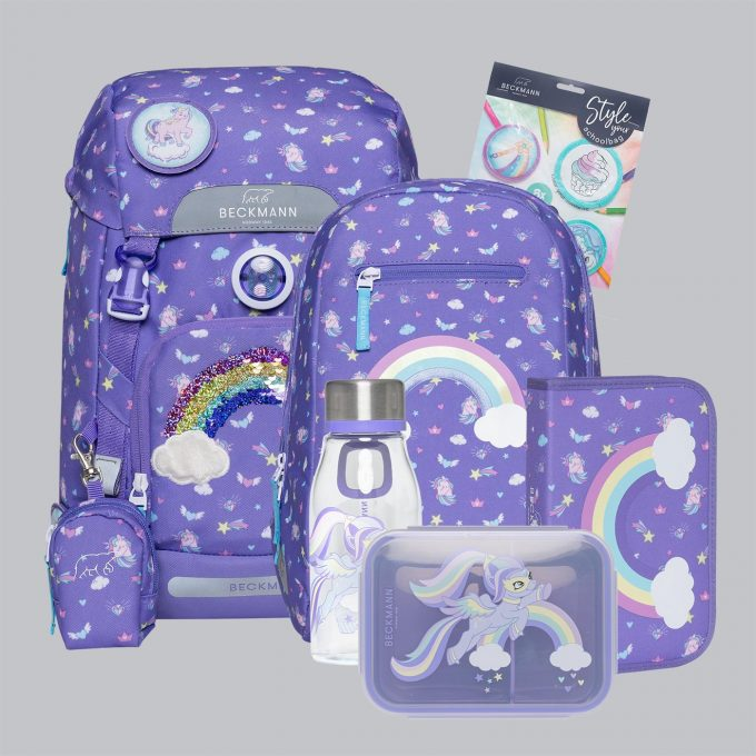 Classic dream sett bestående av skolesekk, gymsekk, pennal, flaske, matboks og buttons. Lilla farge med regnbuer