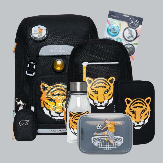 Classic tiger team sett bestående av skolesekk, gymsekk, pennal, flaske, matboks og buttons. Svart med tigermønster